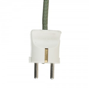 Classic white earthed plug